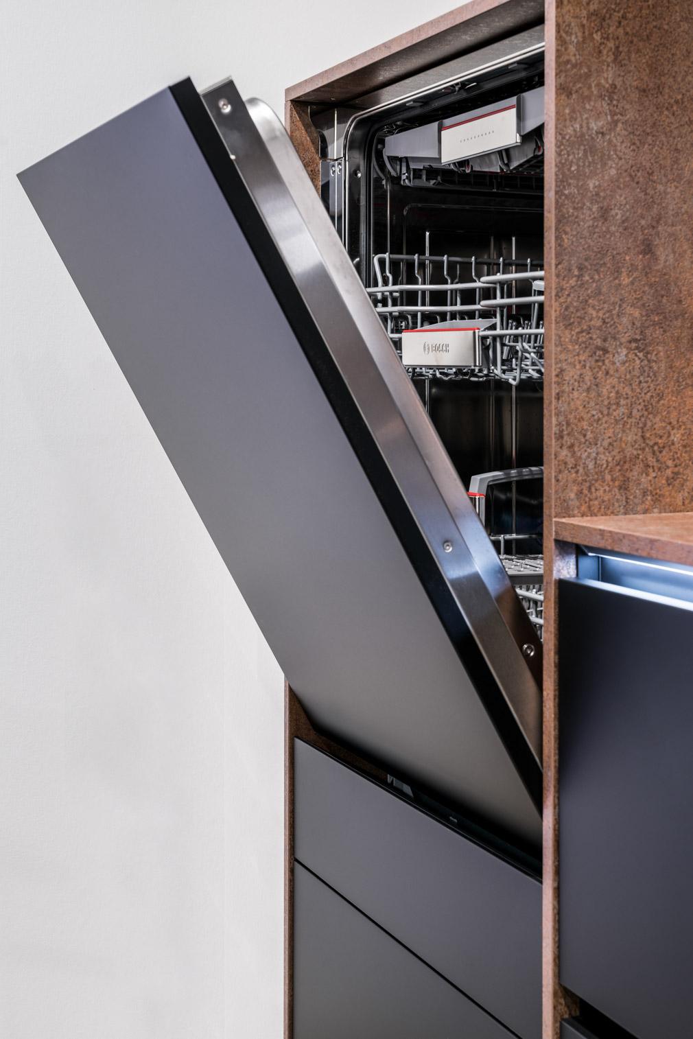 Weisser Küchenstudio Showroom Spülmaschine