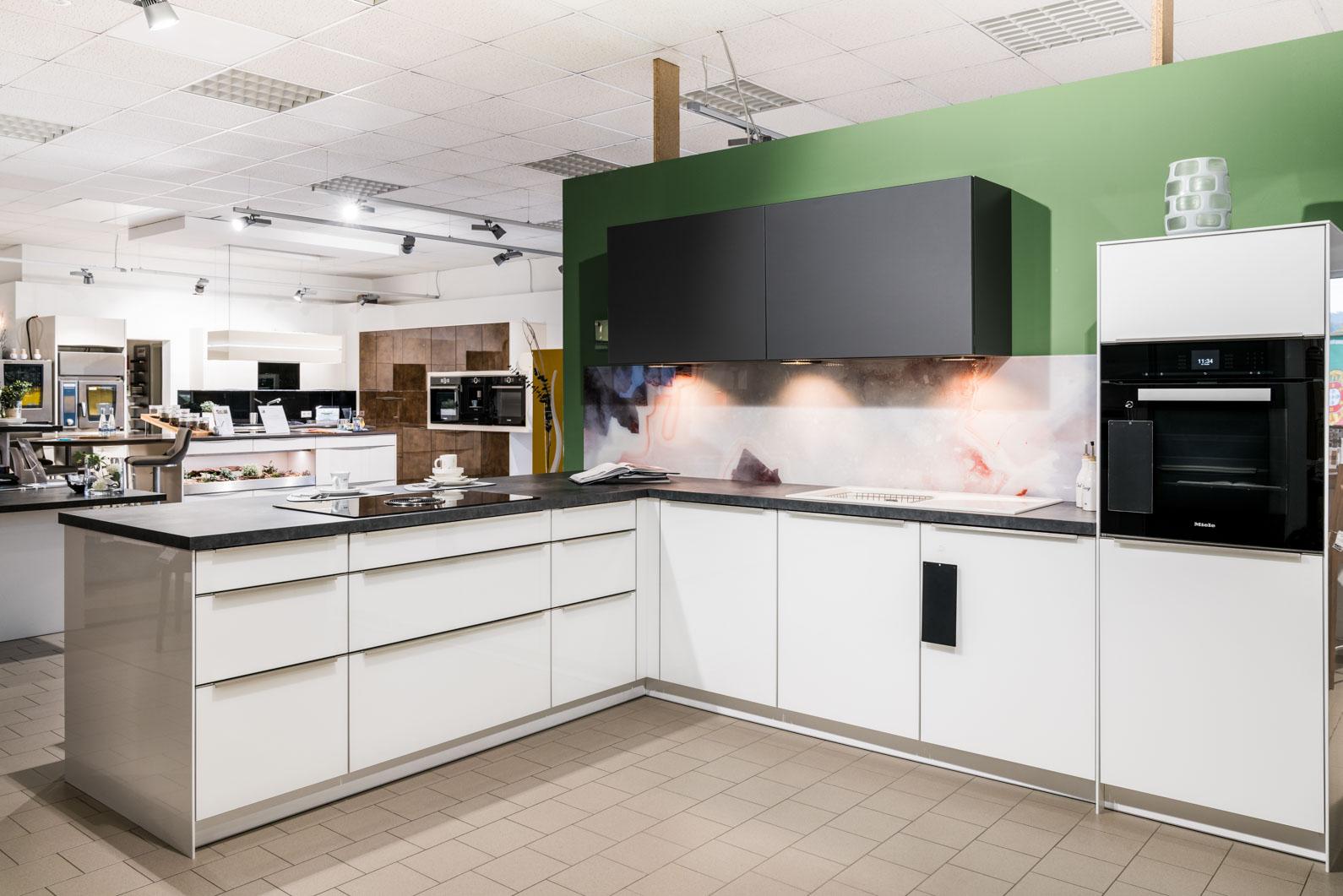 Weisser Küchenstudio Showroom Küche mit weißen Fronten