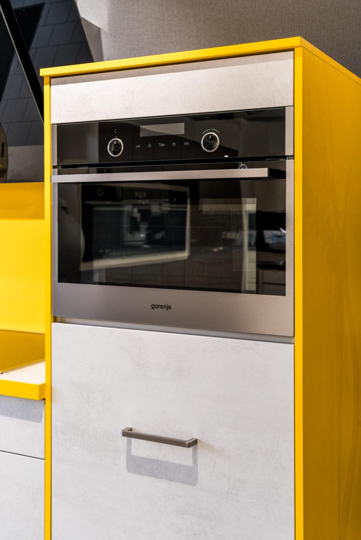 Weisser Küchenstudio Showroom Backofen