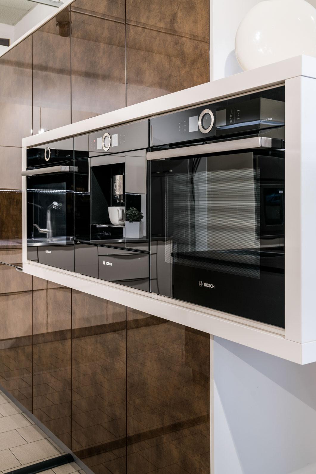 Weisser Küchenstudio Showroom Küchengeräte
