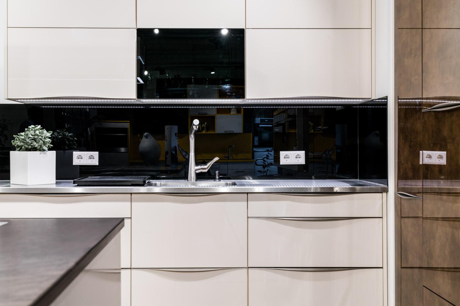 Weisser Küchenstudio Showroom Küche